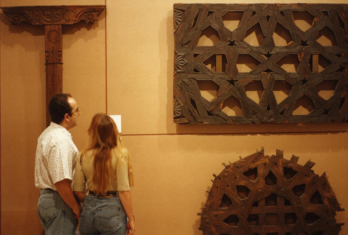 En la parte superior Almizate del siglo XV, en la parte inferior Fondo de Almizate del siglo XVI.