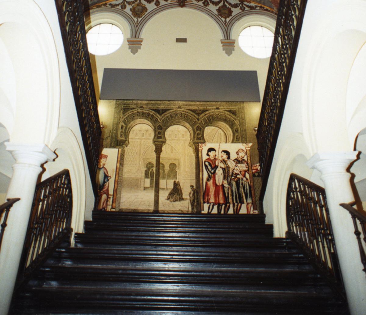 Escalera y detalle del montaje expositivo de la Exposición