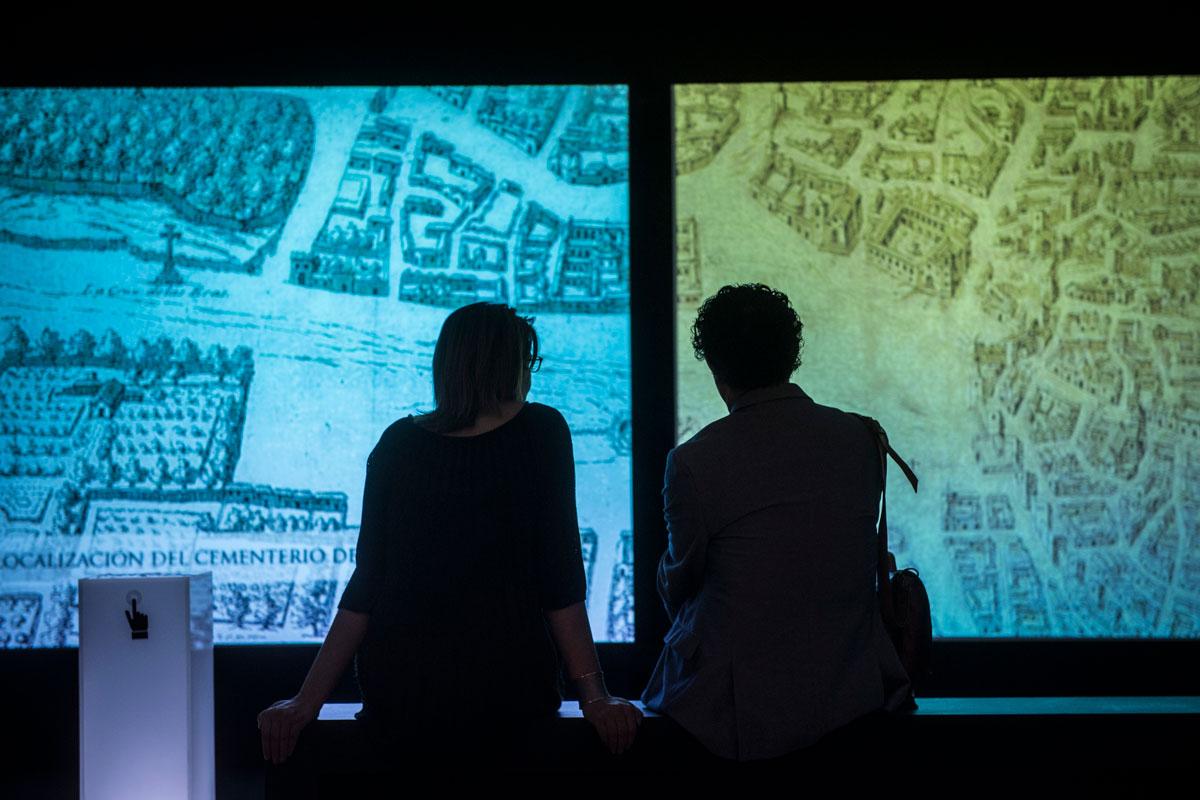 Audiovisual en la Exposición Madinat Garnata. Ciudad y Vida. Fotografía JM. Grimaldi