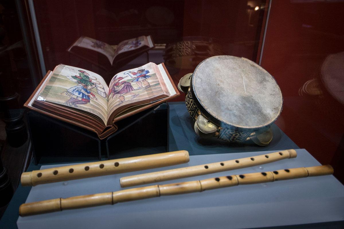"""""""Nays"""" (flautas de caña) y pandero, instrumentos destacadas en al-Andalus junto con el """"ud"""" (laúd). Fotografía JM. Grimaldi"""