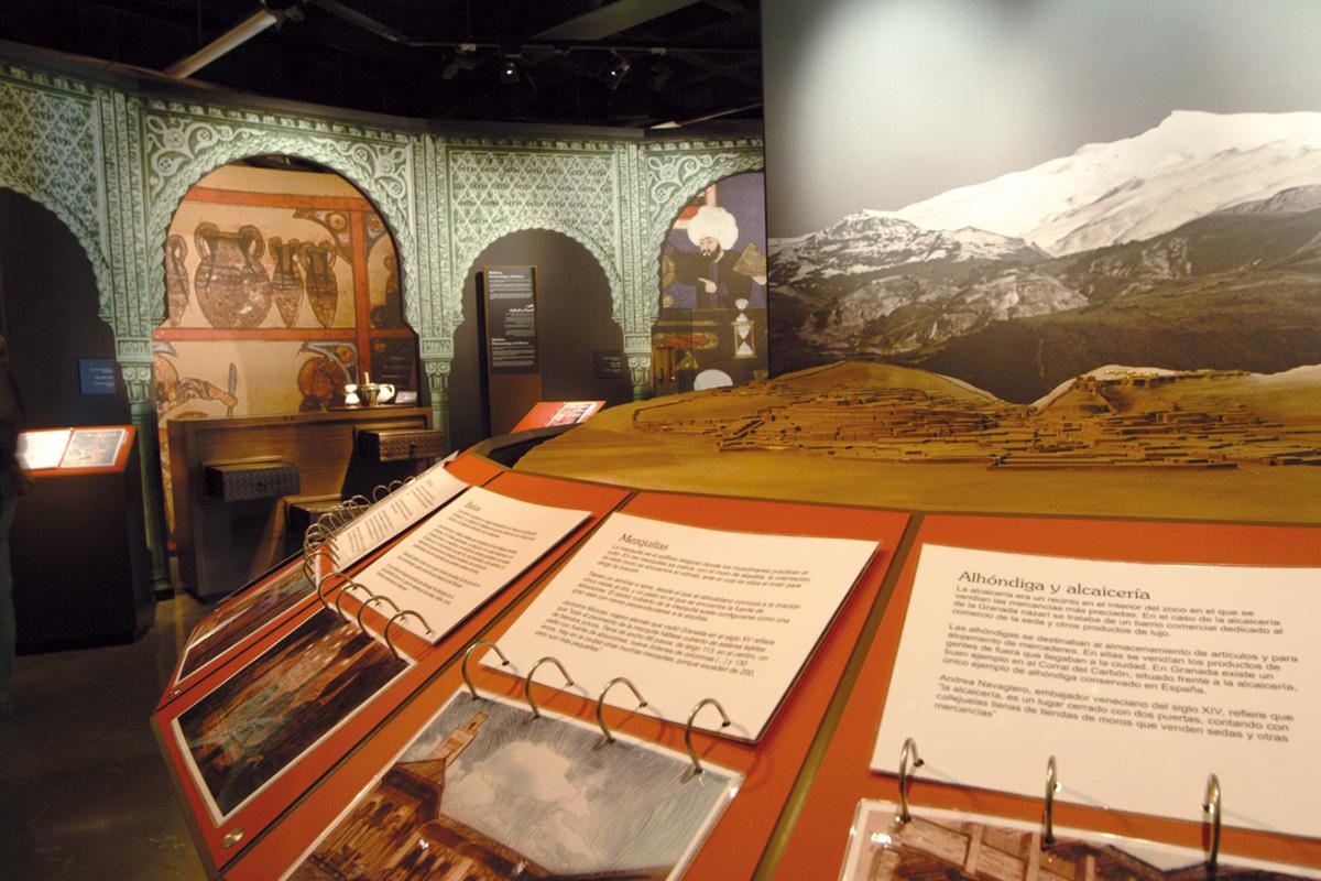 Maqueta didáctica e interactiva, donde se identifican y ubican edificios andalusíes de la ciudad de Granada.
