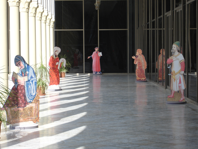 """Protagonistas del siglo XIV y el Mediterráneo en la Exposición Ibn Jaldún. Entre Argelia y al-Andalus en el Palacio de Cultura """"Moufdi Zakaria"""" en Argel."""