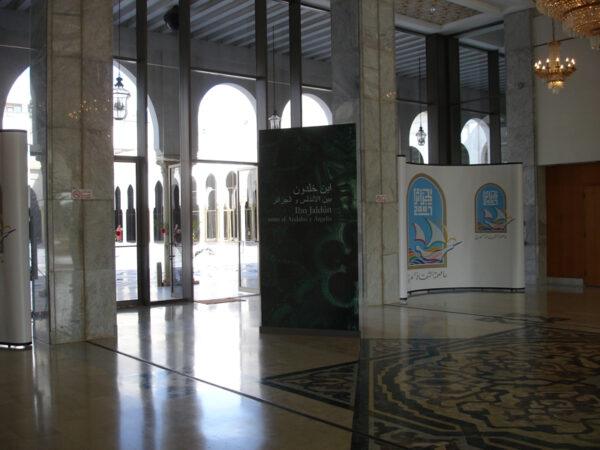 """Exposición Ibn Jaldún. Entre Argelia y al-Andalus en el Palacio de Cultura """"Moufdi Zakaria"""" en Argel."""