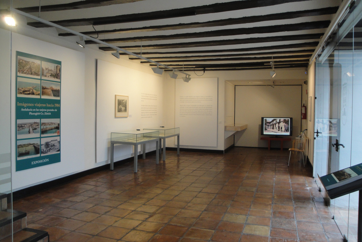 Entrada al espacio expositivo en el Museo Casa de los Tiros, Granada.