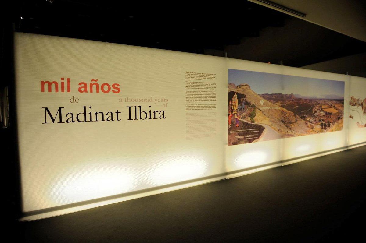 Entrada a la Exposición Mil años de Madinat Ilbira, Sala de Leonardo del Parque de las Ciencias de Granada.