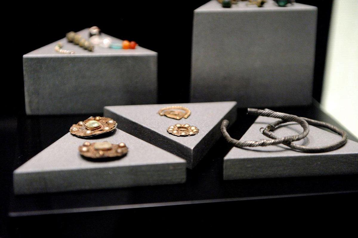 Accesorios y joyas del periodo omeya.