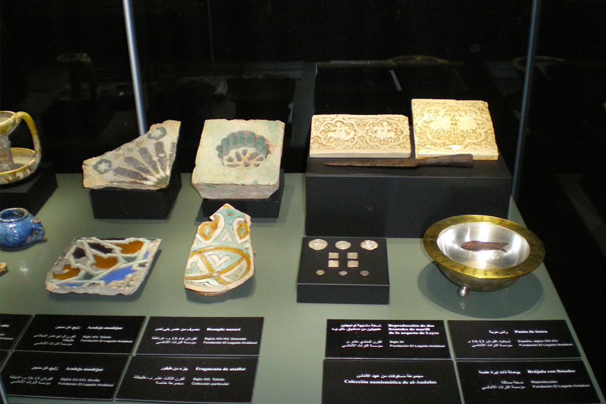 """Pieces on display in the exhibition """"Ibn Khaldun. Between al-Andalus and Egypt""""."""