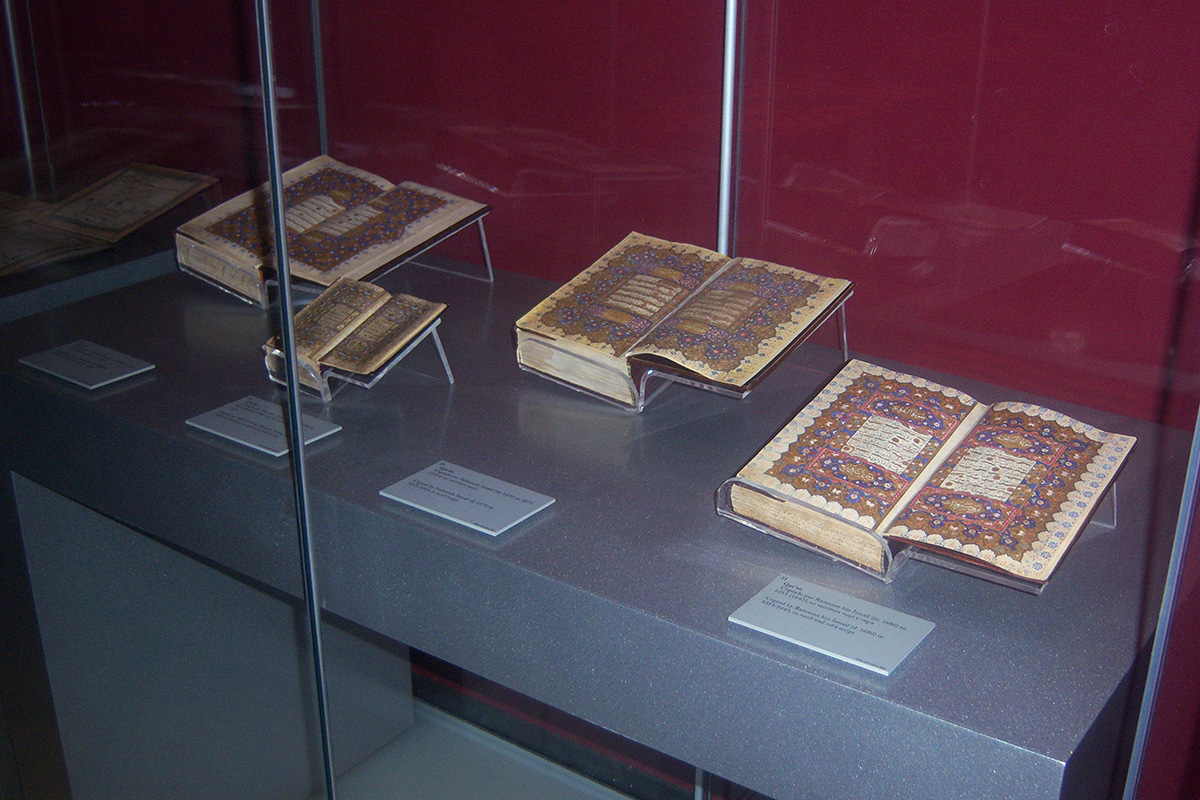 On the right, Qur'an hand-copied by Ramazan bin Ismail, a 17th-century calligrapher. On the left, Qur'an copied by Nefeszade Ismail (17th century).