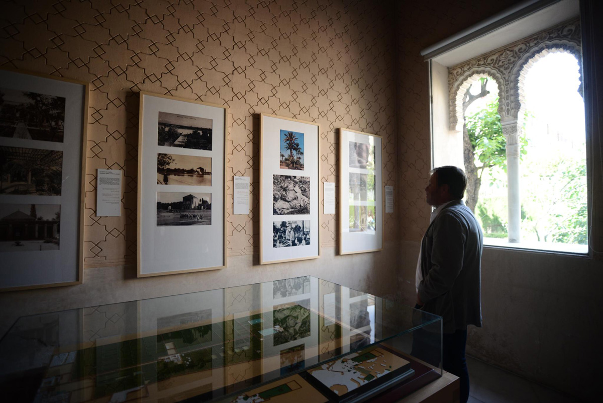 """Photographs of gardens in Northern Africa and a scale model of the Agdal gardens (Marrakech). Exhibition """"Paradises in the Ancient South"""". Alcázar Genil (Granada). Photo: K. Herrera."""
