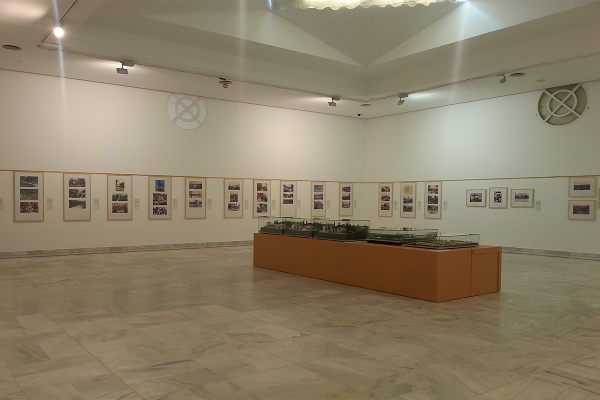 """A view of the exhibition """"Paradises in the Ancient South"""" in the Royal Botanical Garden of Córdoba""""."""