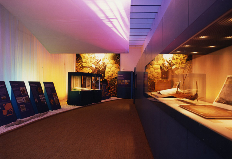 """Sala de la Exposición """"Al-Andalus y el Mediterráneo""""."""