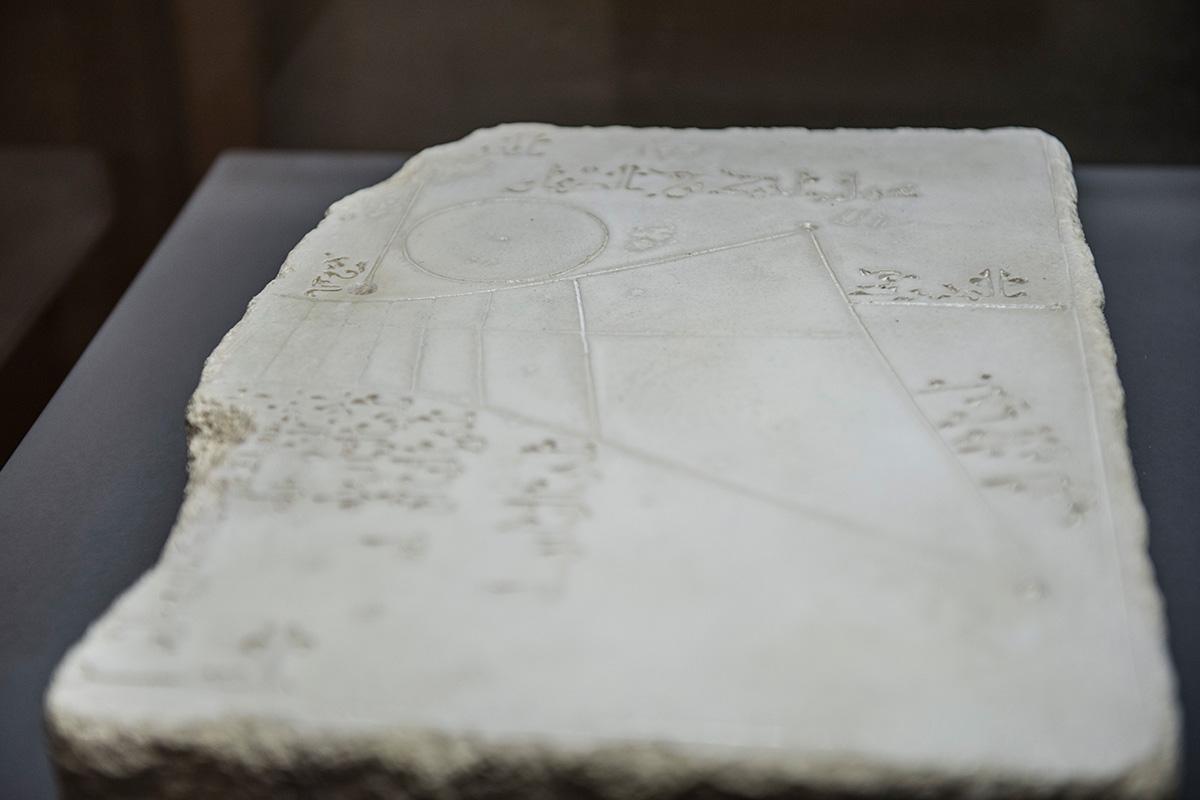 Cuadrante solar. Exposición La Ciencia en al-Andalus Palacio de Dar al-Horra. Fotografía JM. Grimaldi.