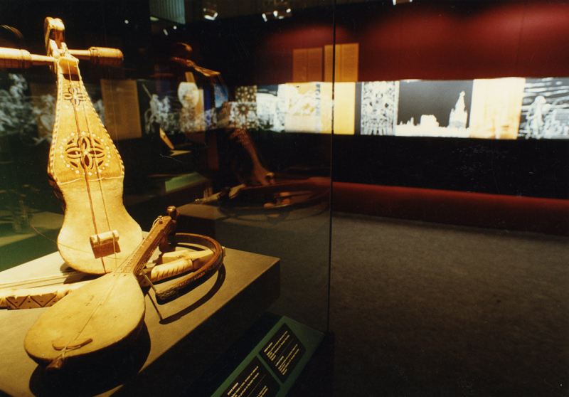 "Musical instruments in the exhibition ""Andalusia: history, life and traditions""."