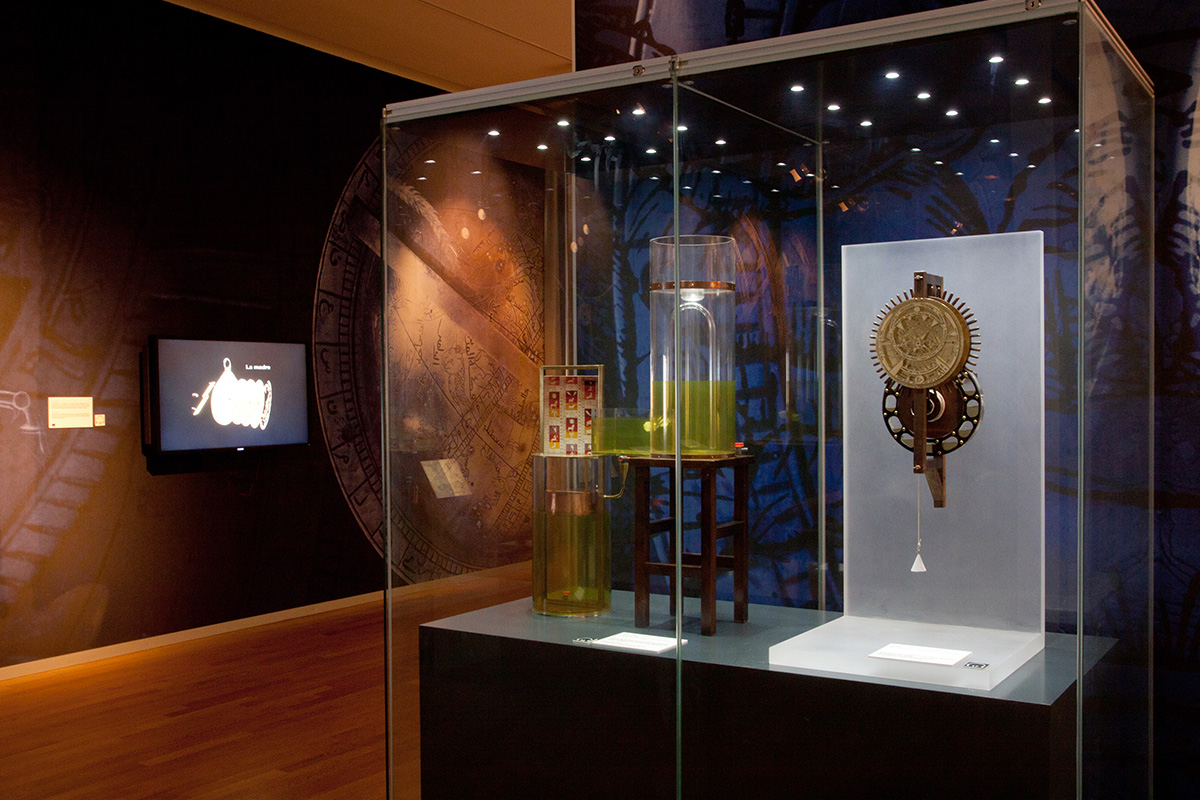 Showcase in the exhibition space dedicated to Astronomy