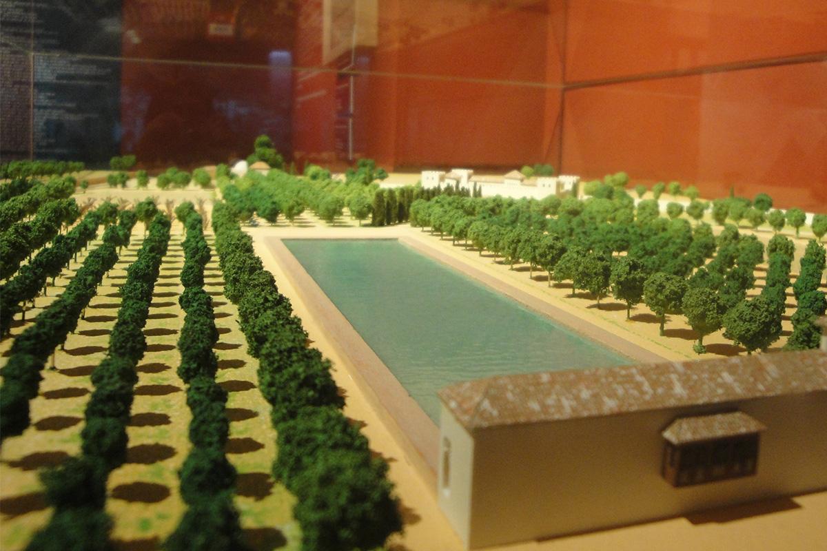 Vista de un detalle de la maqueta de la almunia Alcázar del Genil en la Exposición Madinat Garnata. Ciudad y Vida, ubicada en Corral del Carbón, Granada.