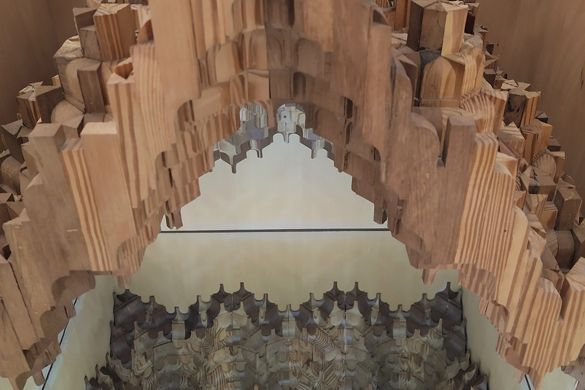 A detail of a muqarnas scale model manufactured by Enrique Nuere. It represents a mudejar ceiling disappeared nowadays.