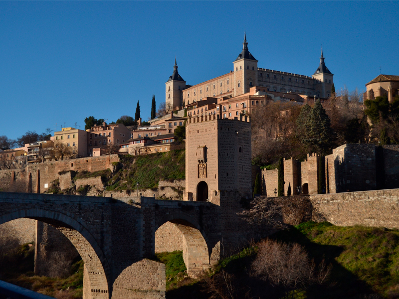 View of Toledo. In the foreground the Alcántara Bridge and in the background the Alcázar.