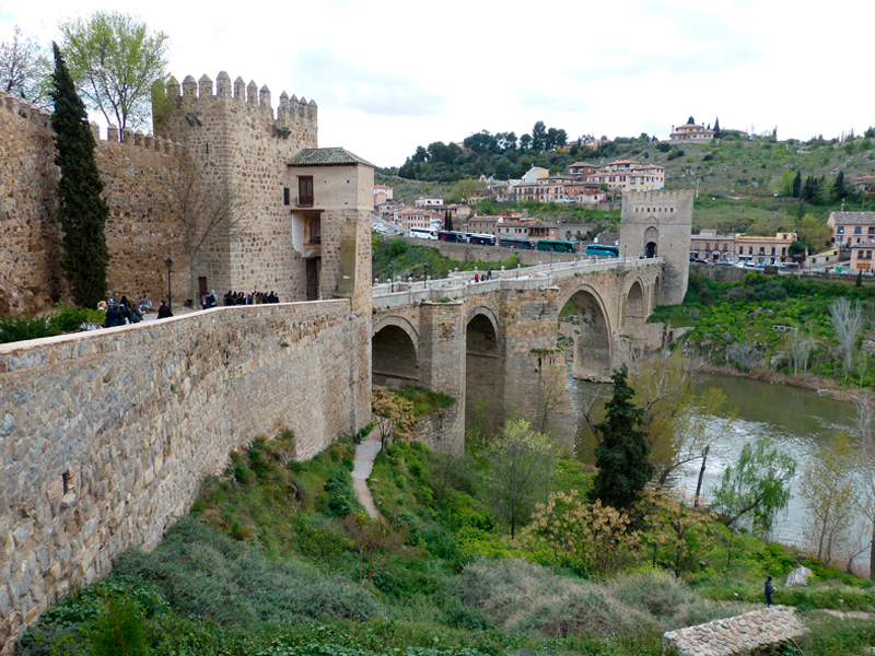 Puente de Alcántara. View from both banks of the Tagus river.