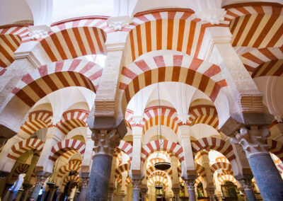 Arcos. Mezquita-Catedral de Córdoba. ©Plataforma de Material Audiovisual de Turismo y Deporte de Andalucía.