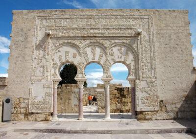 Portada de la Casa de Yafar. Madinat al-Zahra. Córdoba. ©Plataforma de Material Audiovisual de Turismo y Deporte de Andalucía.